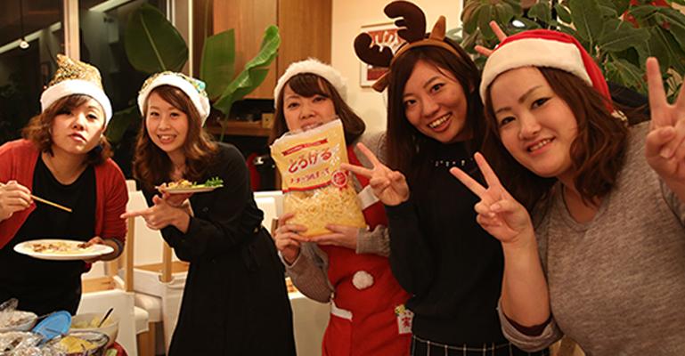 昨年のクリスマス会の様子です!お料理を作る間もわくわく楽しい!